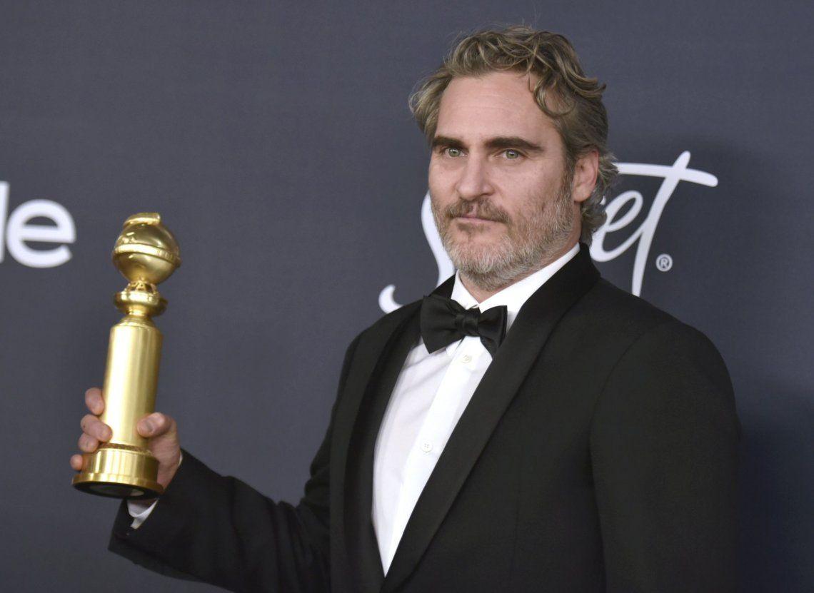No quiere despilfarrar: Joaquin Phoenix llevará el mismo esmoquin a todos los premios