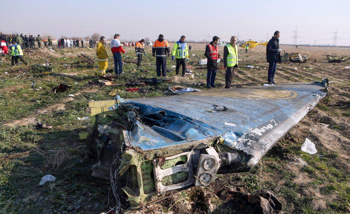 Los restos del avión siniestrado en Irán.