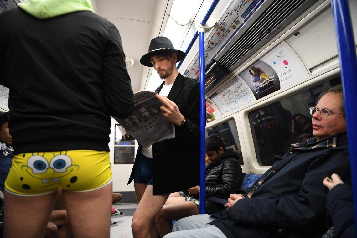Las mejores fotos del día sin pantalones en el subte