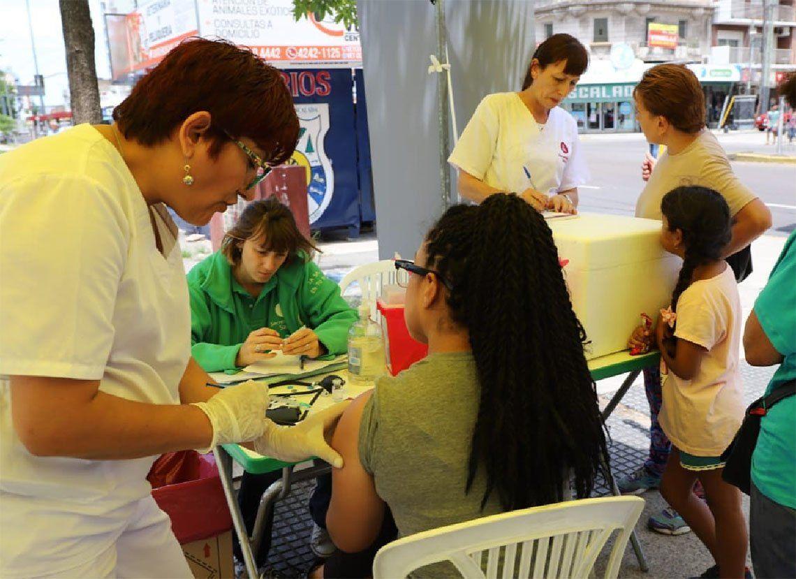 Lanús: vacunan contra el sarampión en todo el Distrito