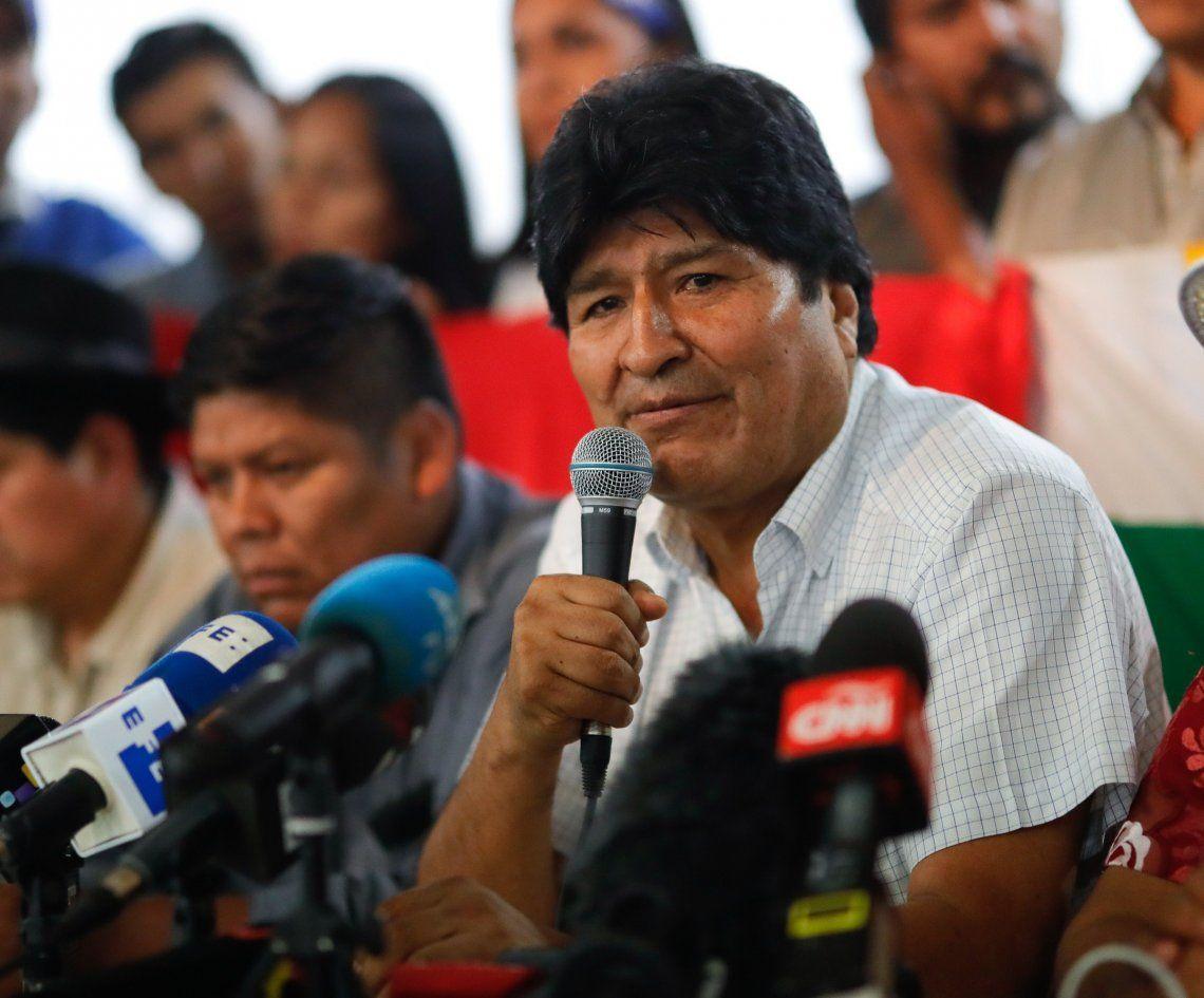 Morales anunció ayer en Buenos Aires la fórmula presidencial del MAS.