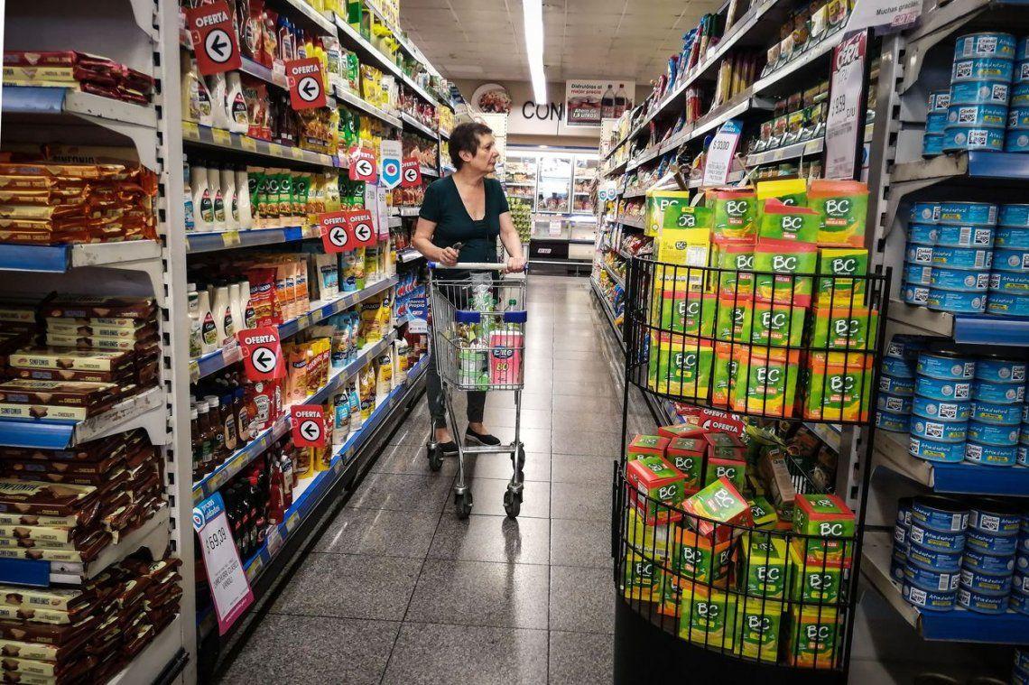 En noviembre cayó el consumo en los súper y subió en los shoppings