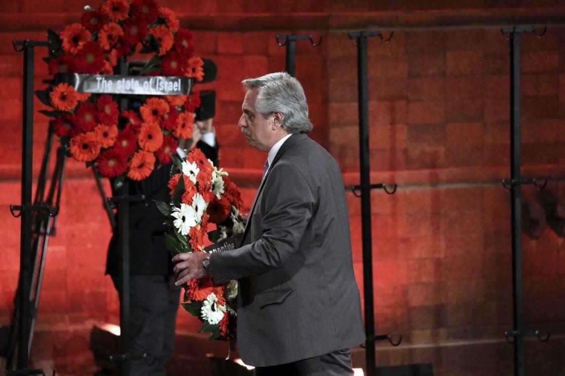 Alberto Fernández rindió homenaje a la víctimas del Holocausto y no pudo reunirse con Putín