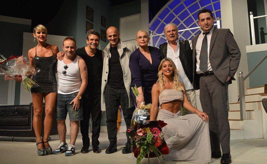 El elenco de la obra que fue noticia por el escándalo y la pelea entre Farro y Sol Pérez.