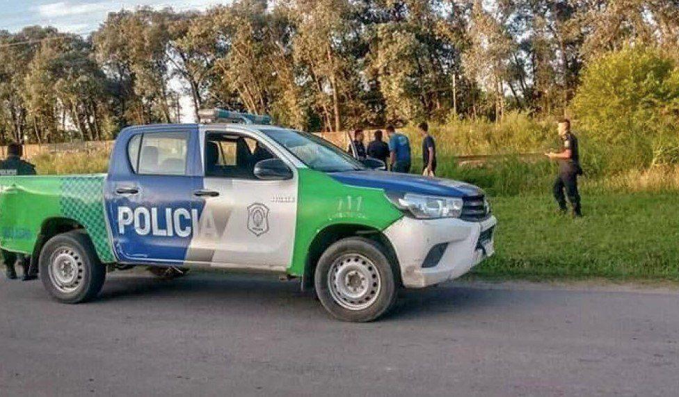 Horror en Pilar: lo descubrieron cuando tiraba a una mujer descuartizada en las vías y se suicidó de un cuchillazo