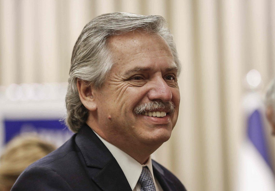 Alberto Fernández viajará hoy a Europa