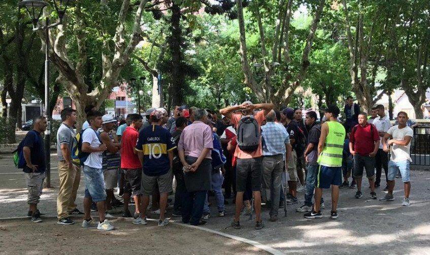 Los cuidacoches del distrito se reunieron en la Plaza Conesa con la referente de la CTEP.