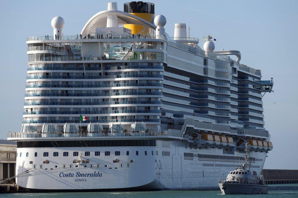 Coronavirus: hay 35 argentinos varados en un crucero por casos sospechosos