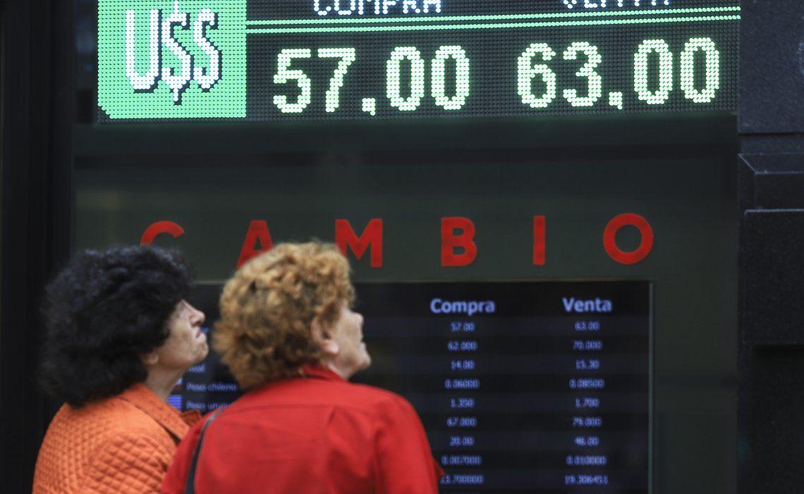 El dólar en el mercado oficial registró variaciones sólo de centavos a lo largo de todo el mes de enero.