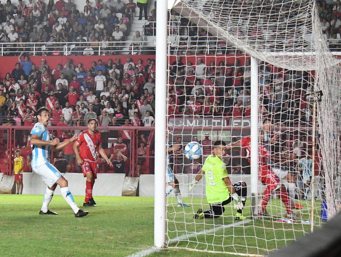 Racing se encontró con el empate ante Argentinos y River sigue solo arriba