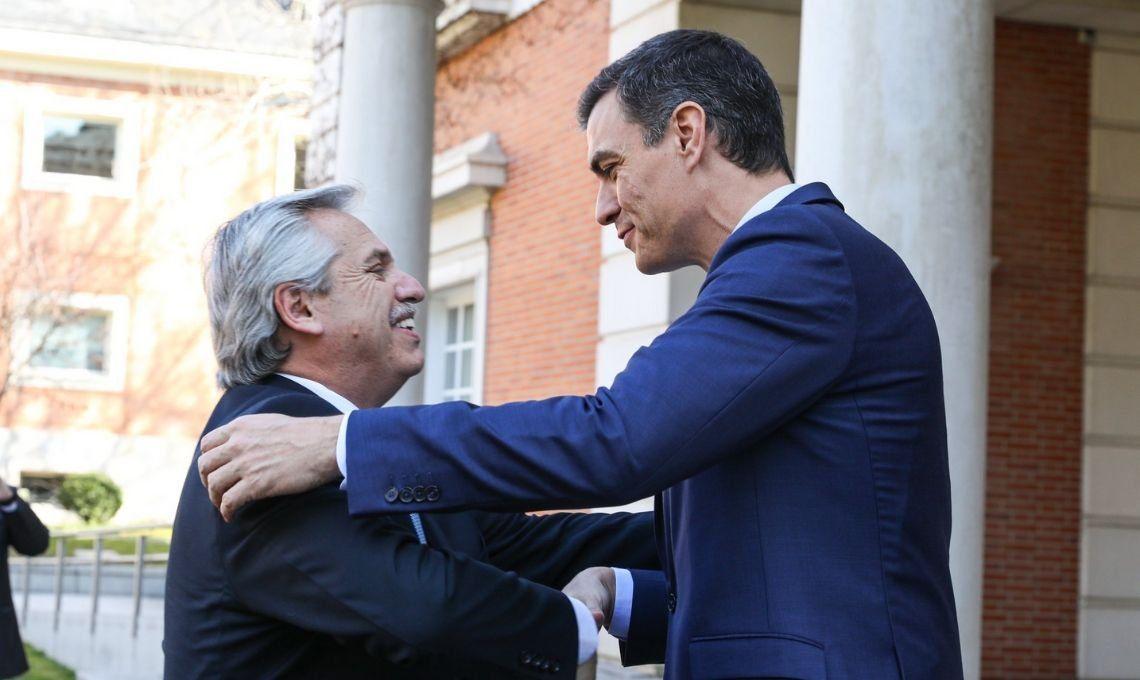España: Fernández suma el apoyo explícito de Pedro Sánchez a la renegociación de la deuda