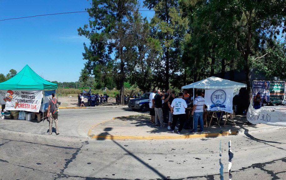 Esteban Echeverría: los despedidos de Cresta Roja aseguran que la situación es dramática