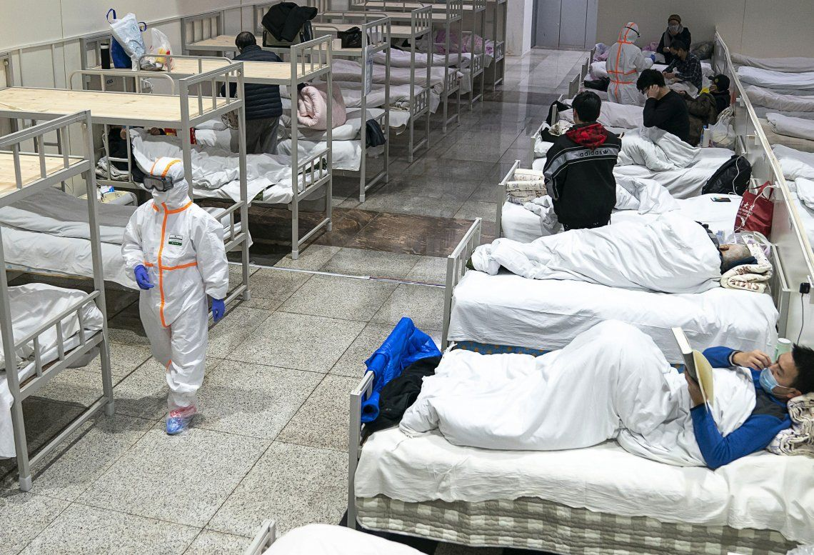 China suma más camas para atender los enfermos por el virus