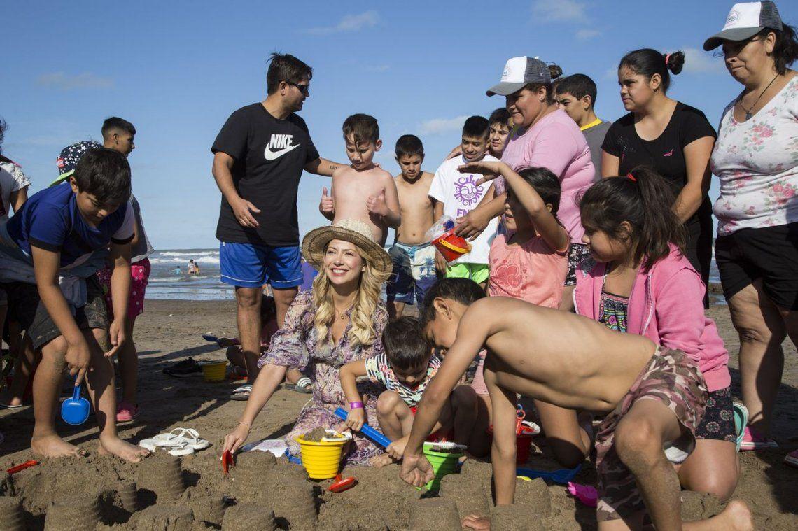 Fabiola Yañez invitó a chicos de Salta y de San Juan a conocer el mar
