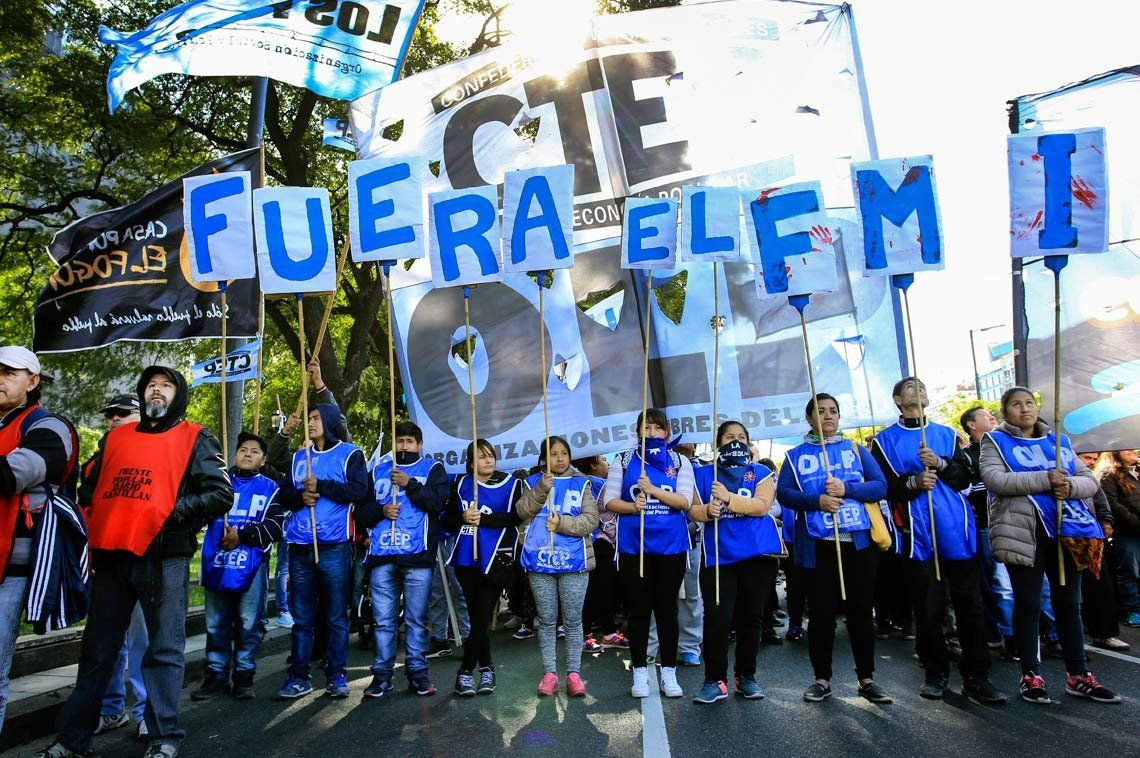 Marcharon contra la misión del FMI y reclamos sociales