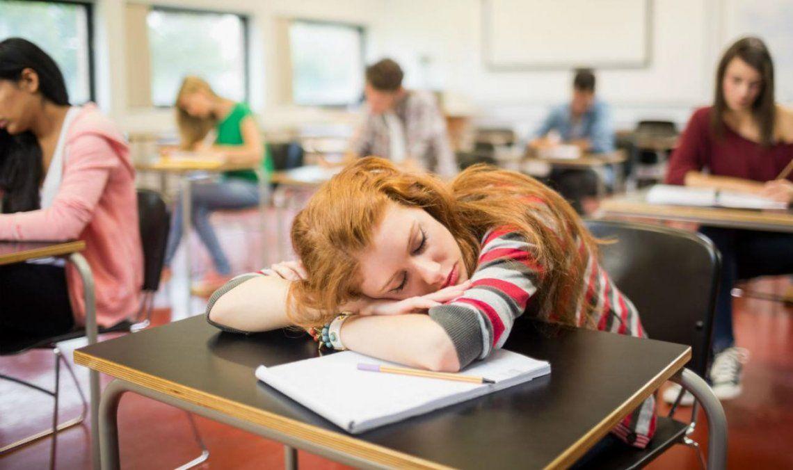 El 90 por ciento de los alumnos del turno mañana duerme menos de 8 horas en días hábiles.