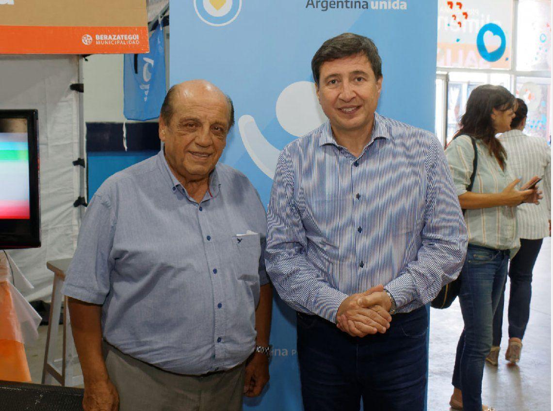 Berazategui: Daniel Arroyo y Juan José Mussi, en la entrega de Tarjetas AlimentAR