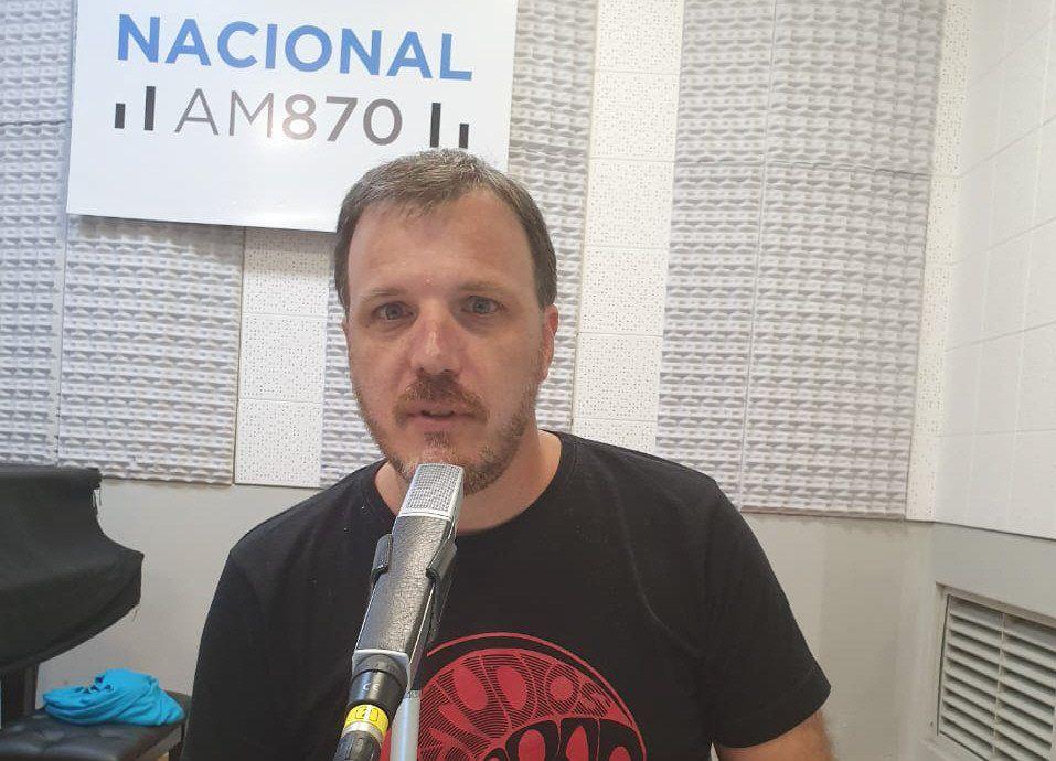 Cittadini busca conexiones entre política y cultura en su labor en 3 radios.