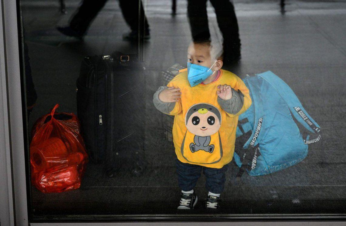 El número de muertes por la epidemia de coronavirus COVID-19 en China aumentó a 1.113