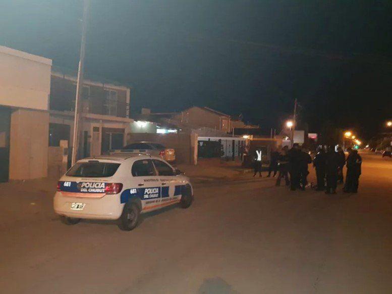 Femicidio en Chubut: estranguló a su pareja, se entregó a la policía y dijo que se le fue la mano