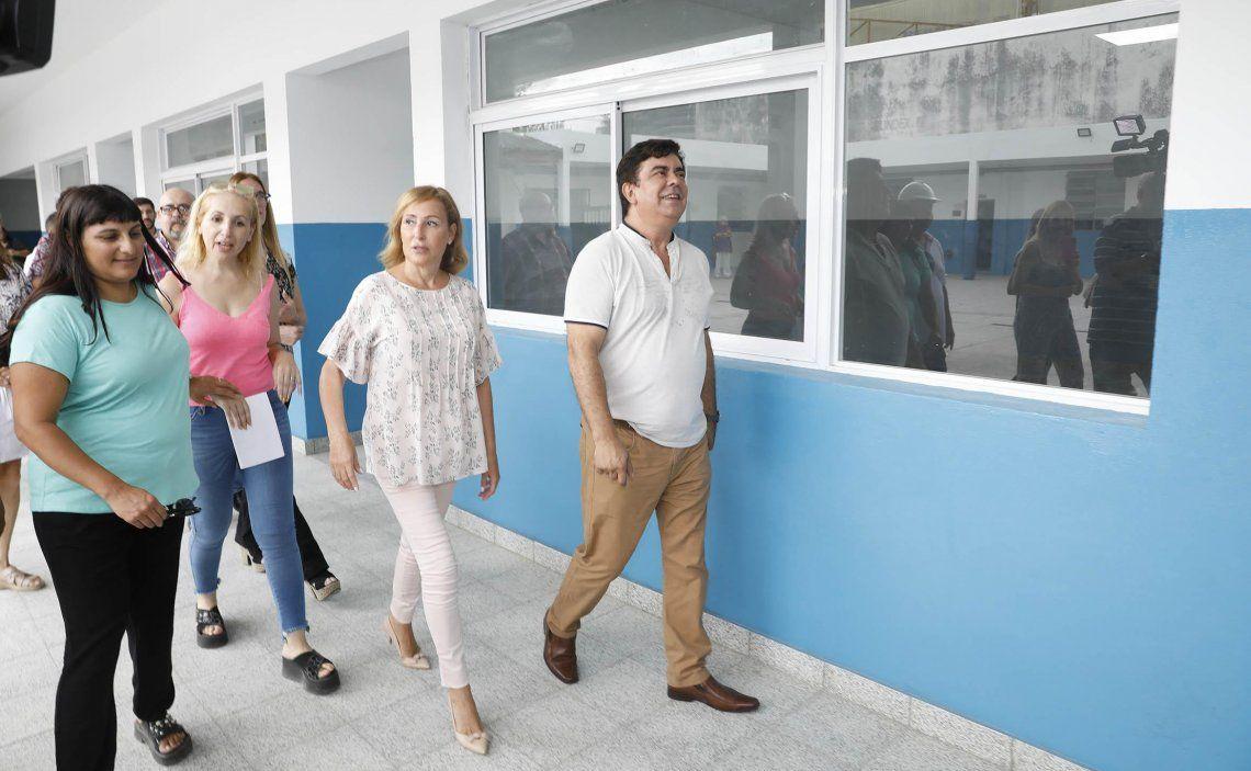 El intendente recorrió escuelas en obra en Villa Luzuriaga.