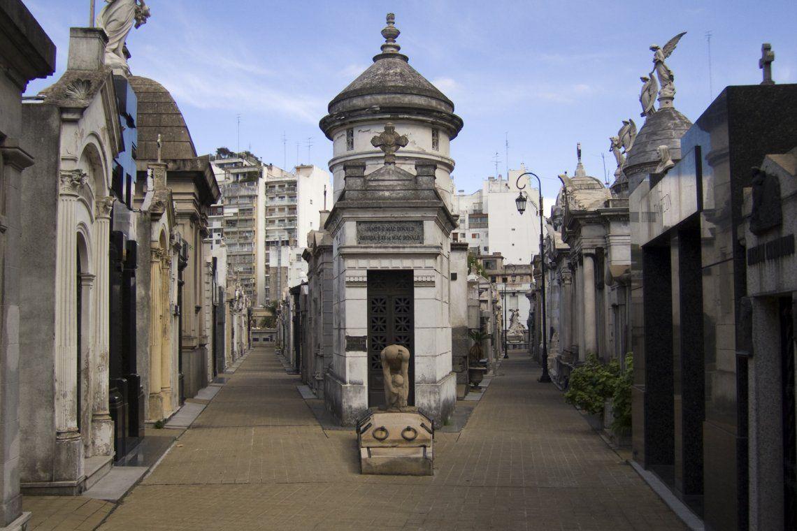 Día de San Valentín: historias de amor y desamor en el Cementerio de la Recoleta