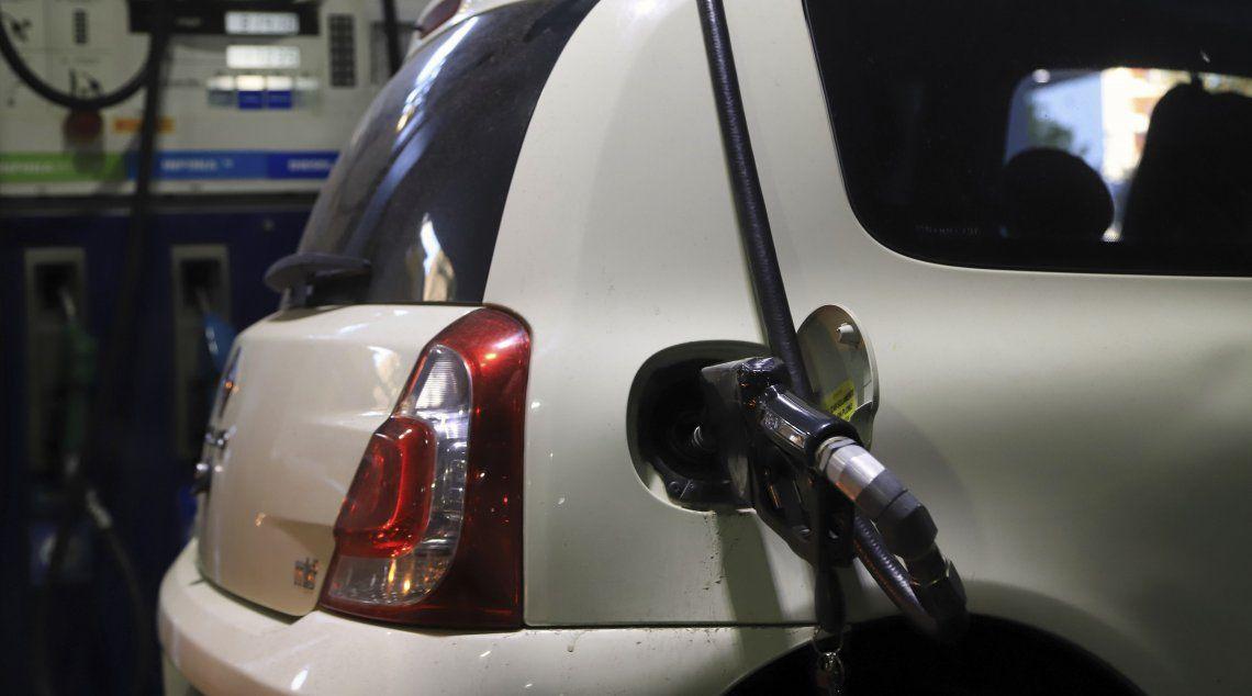 Nafta: los expendedores piden auxilio al gobierno y advirtieron que deberán vender más del doble que hace diez años para tener rentabilidad