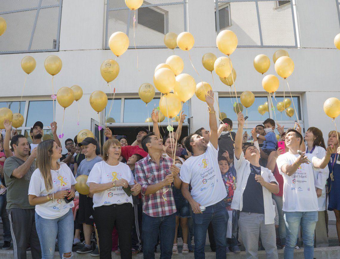 FuPeA realiza tradicional suelta de globos en hospitales pediátricos.