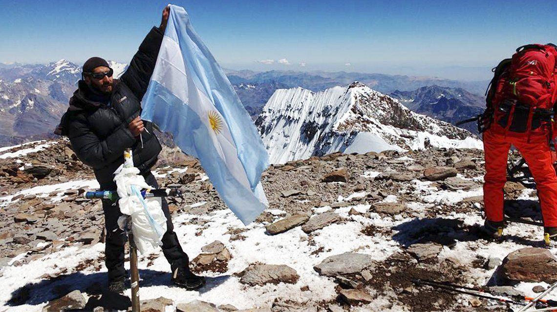Un mendocino subió y bajó el Aconcagua en 25 horas y batió récord
