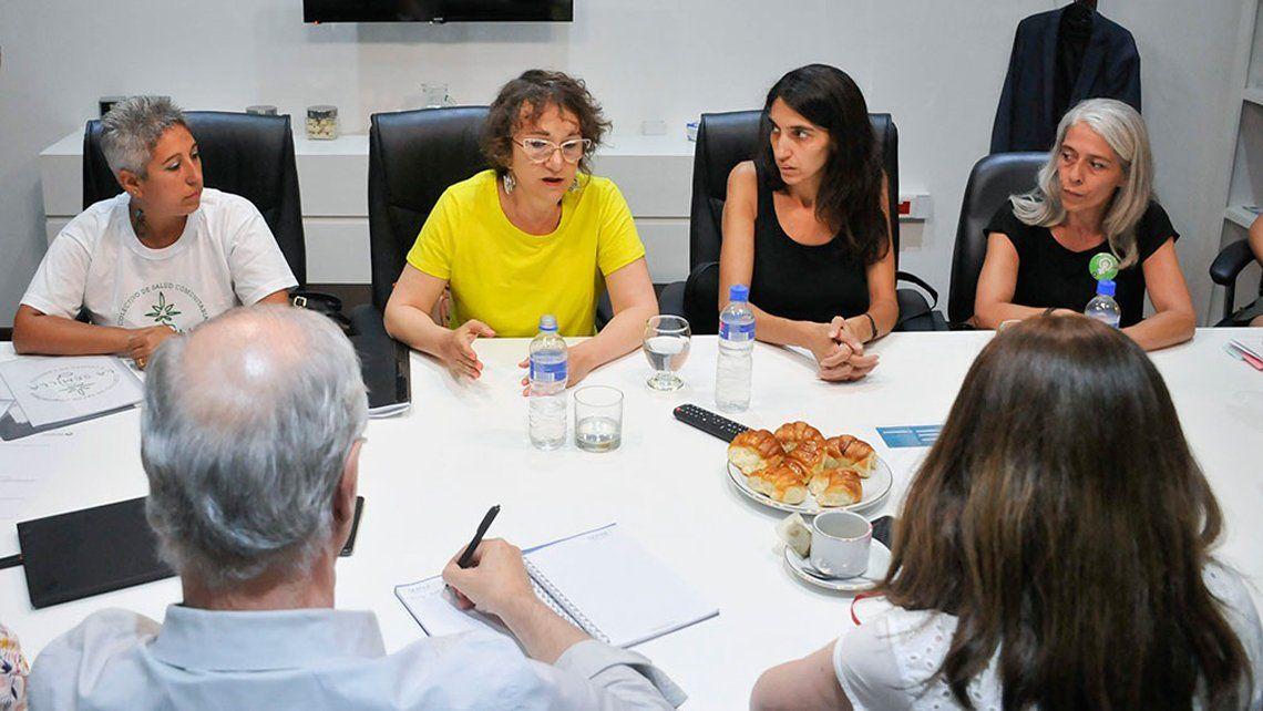 Las madres cultivadoras se reunión con el ministro de salud Daniel Gollán - Foto Télam