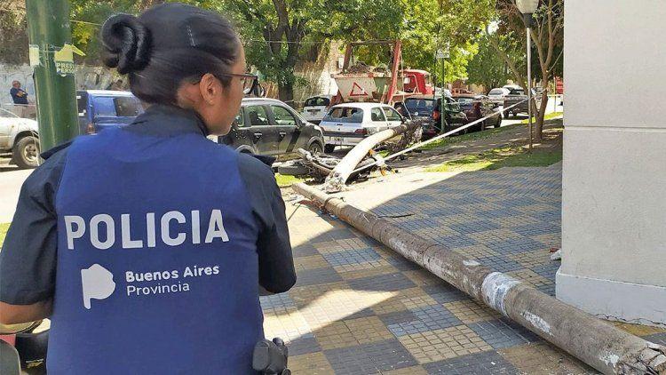 Tragedia en La Plata: cayó un poste de luz y mató a un médico