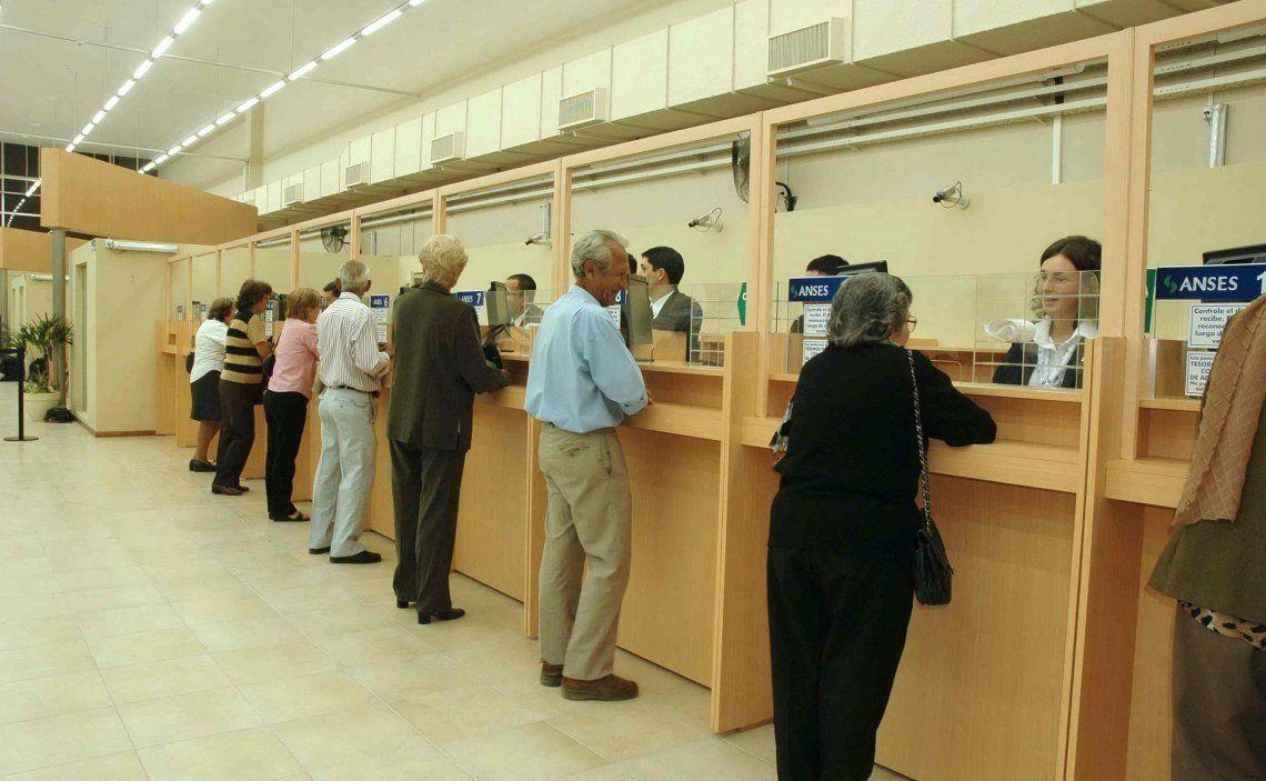 El gobierno oficializó mediante un decreto el nuevo aumento a los haberes jubilatorios