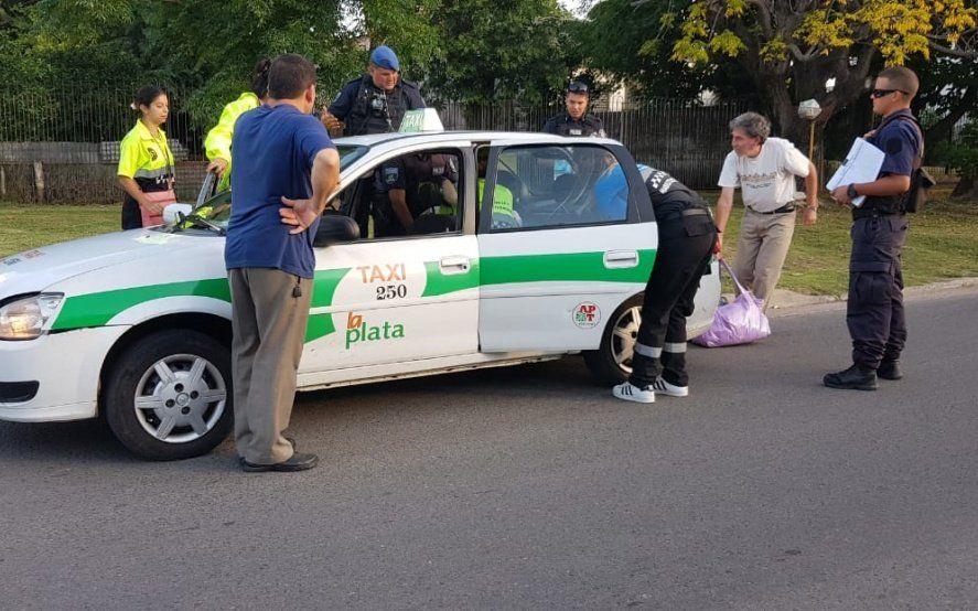 La Plata: una mujer dio a luz en un taxi con la ayuda de agentes de tránsito