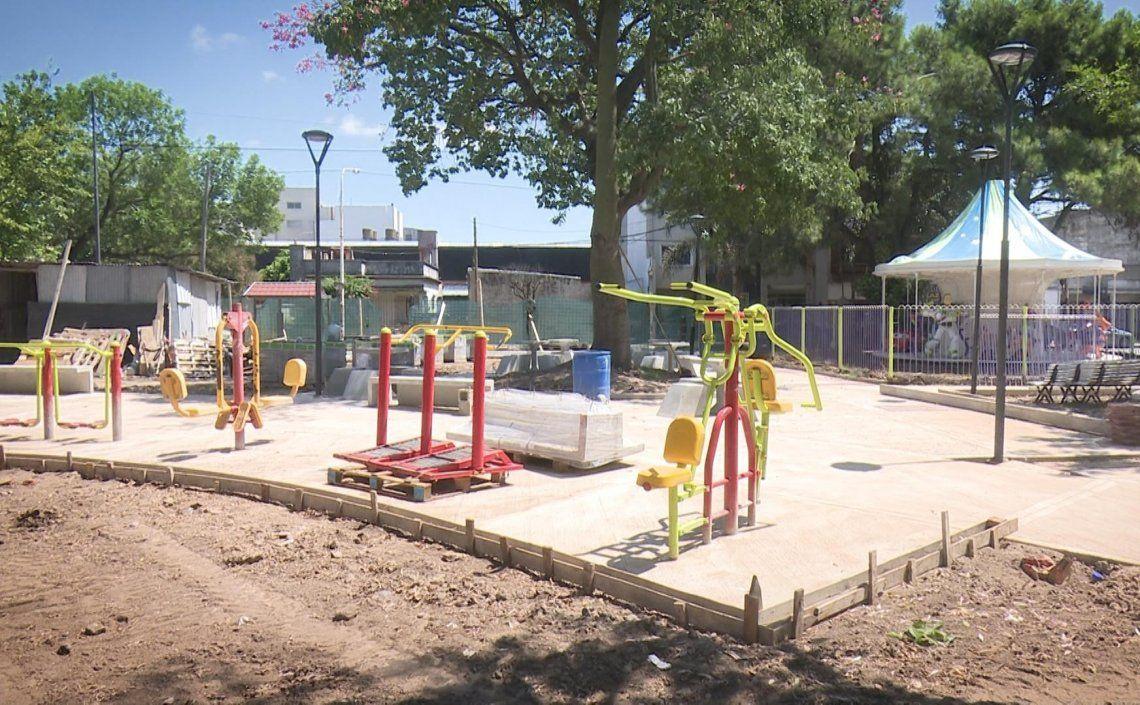 Avanza la remodelación de la plaza Bomberitos de Ramos.