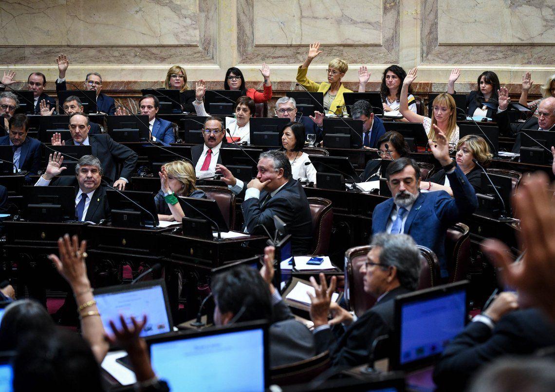 La aprobación de los pliegos de Raimundi y de Urribarri.