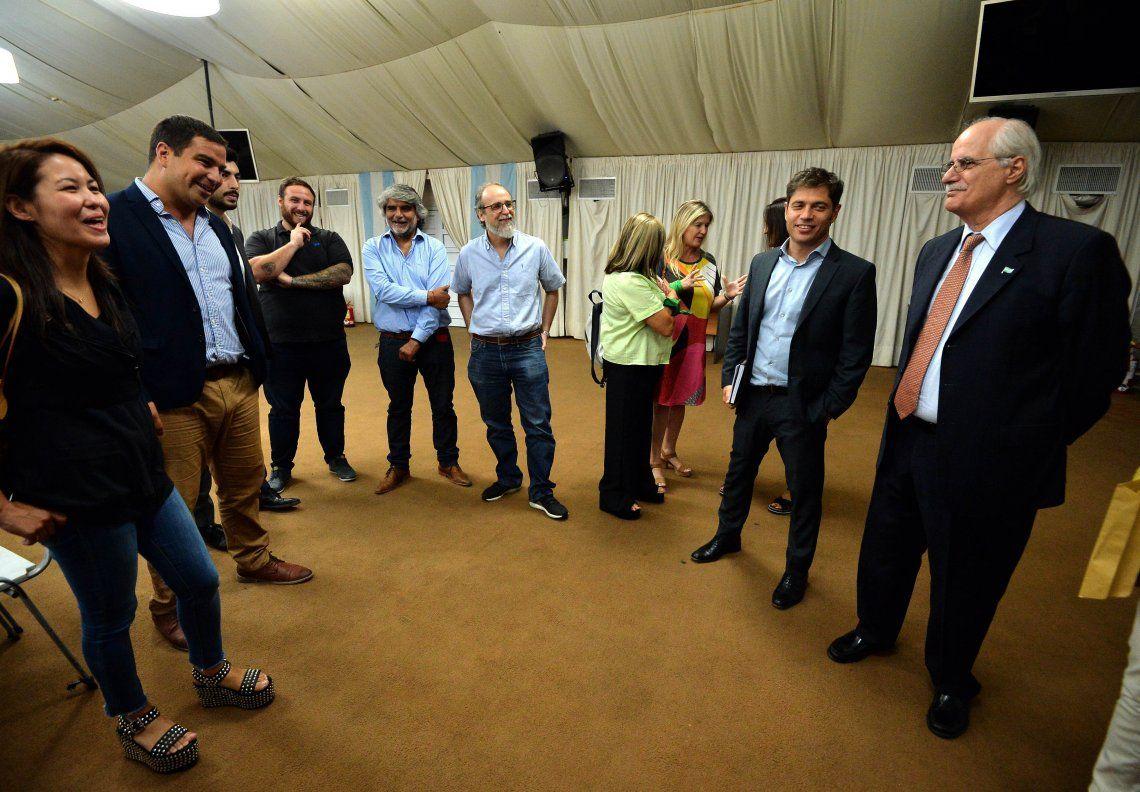 El gobernador Axel Kicillof busca apoyos y vínculo político con la dirigencia bonaerense amiga