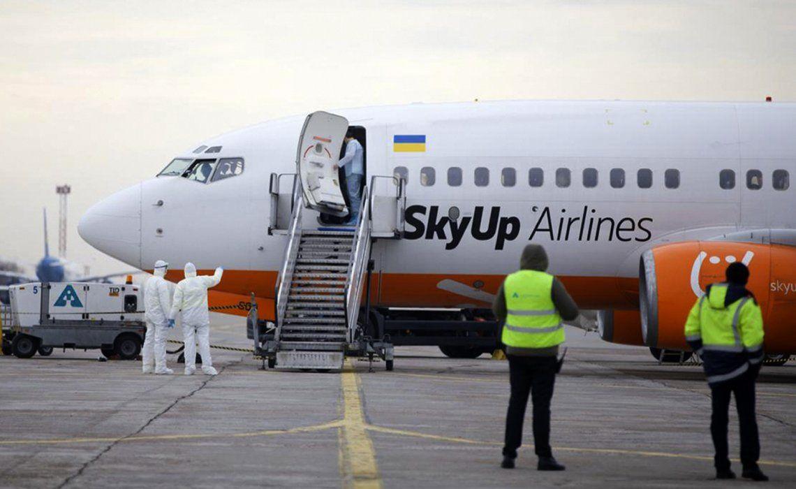 Uno de los aviones puestos por Ucrania para trasladar a los argentinos afectados por el virus que residían en Wuhan.