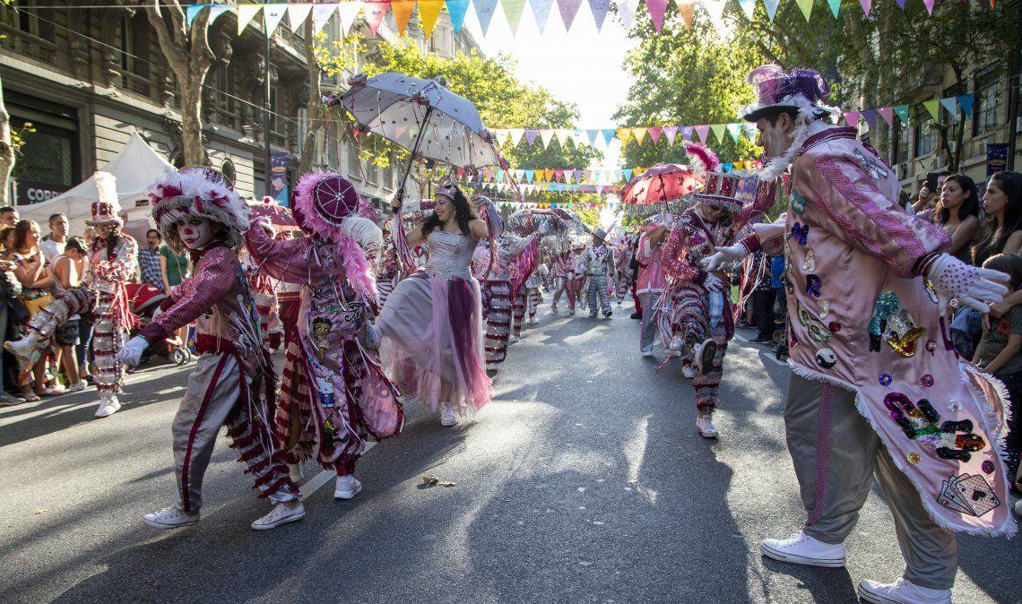 Una de las murgas que participó del Carnaval de la Avenida de Mayo