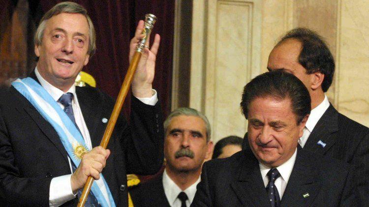 25 de mayo de 2003 - Asunción como presidente de la Nación de Néstor Kirchner. Su frase más recordada es que no pagará la deuda a costa del hambre ni la exclusión de los argentinos