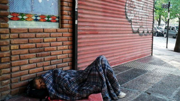 37,5% de la población urbana está en situación de pobreza multidimensional.