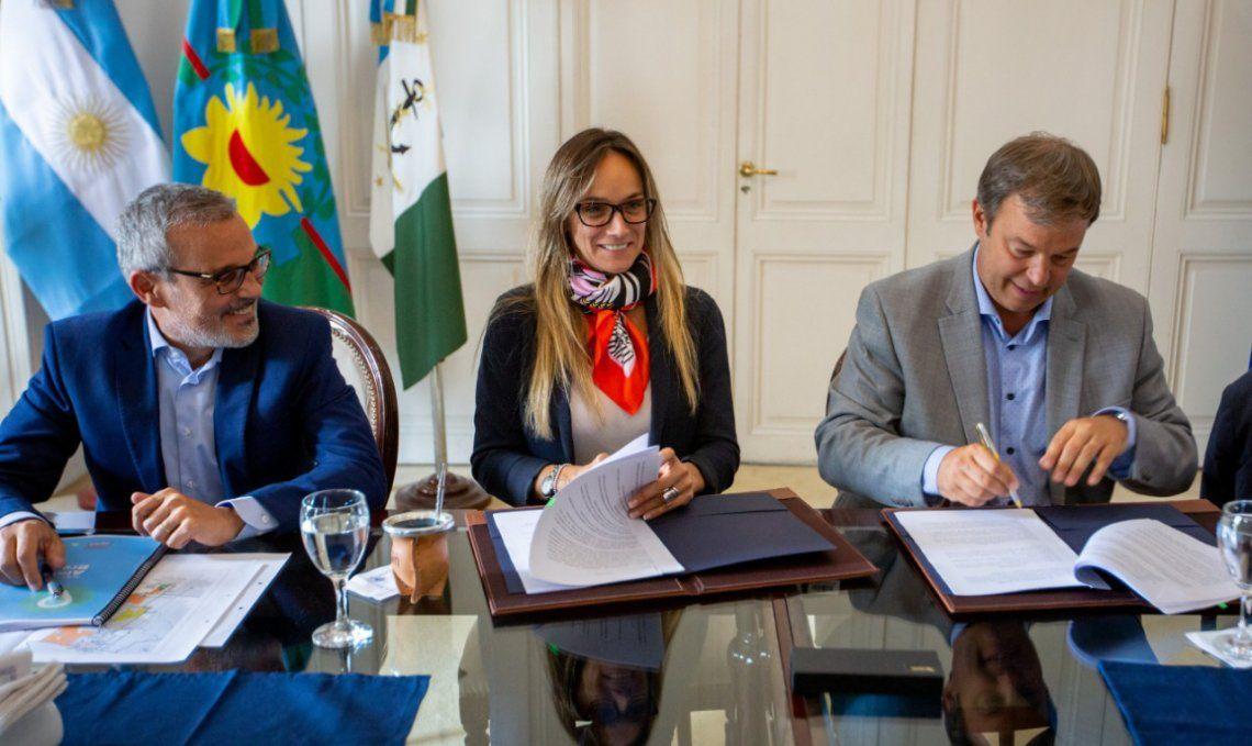 Galmarini y Cascallares rubrican acuerdo que permitirá reactivar obras paralizadas.