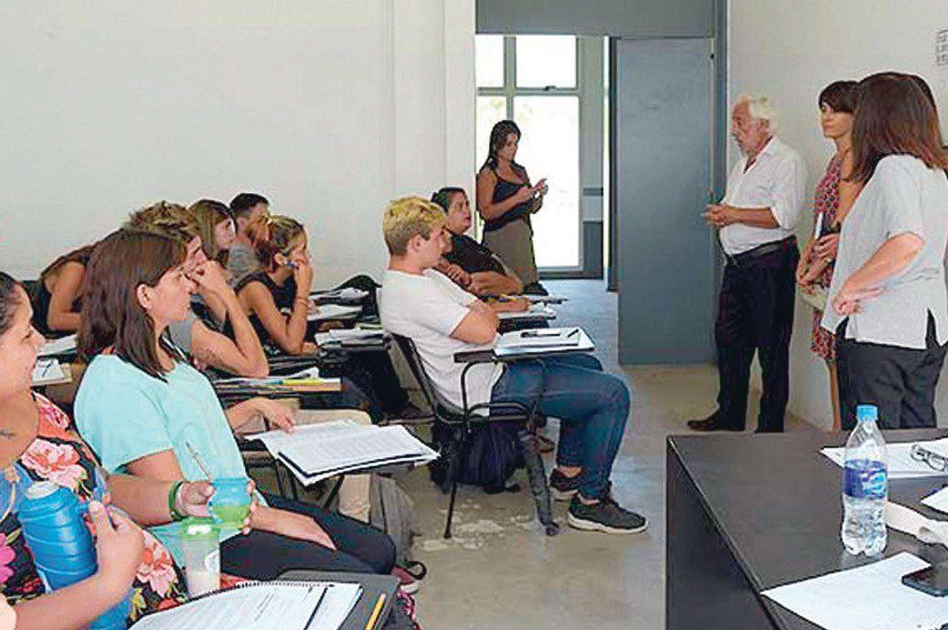 El rector Ernesto Villanueva les dio la bienvenida a los nuevos alumnos.
