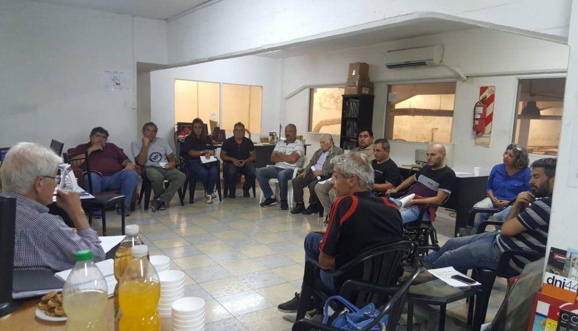 Los representantes de cooperativas y entidades buscan soluciones propias y ayuda desde el Estado.