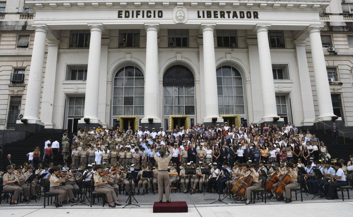 Las cinco maestras de banda y 80 suboficiales músicas del Ejército