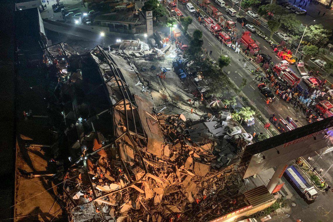 China: se derrumbó hotel que aislaba a posibles enfermos de coronavirus