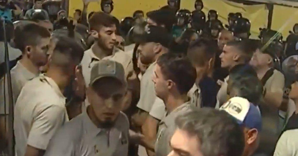 Violentos incidentes entre la Policía y el plantel de Gimnasia y Esgrima La Plata
