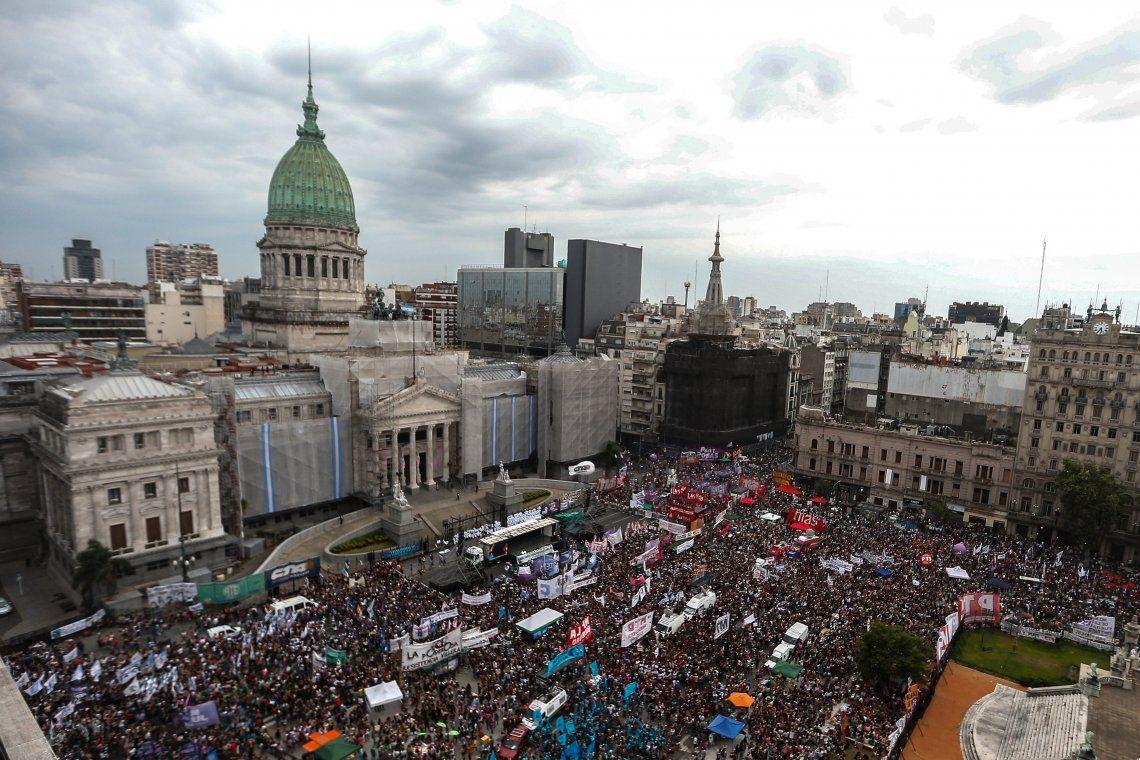 Día Internacional de la Mujer: multitudinaria marcha en el Congreso para reclamar el aborto legal y el fin de los femicidios
