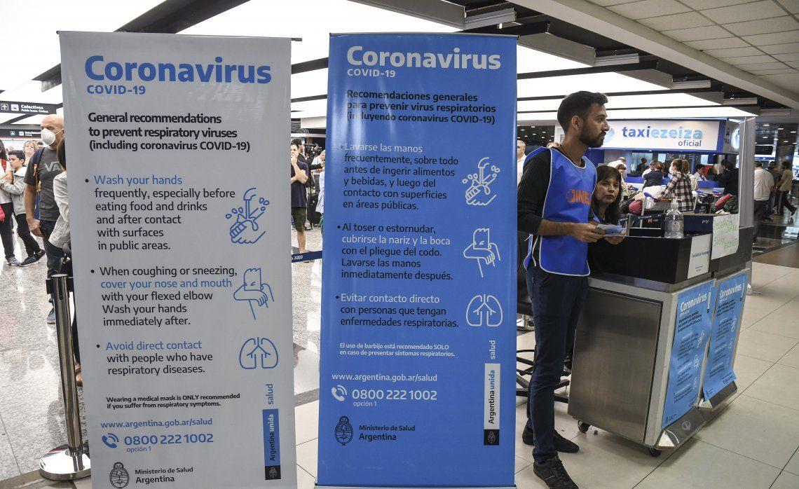 Información sobre el coronavirus en el aeropuerto de Ezeiza.