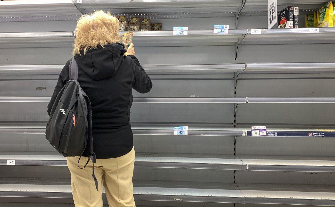 Coronavirus en Argentina: por miedo al desabastecimiento, se vieron largas filas, Supermercados repletos, góndolas vacías e imágenes preocupantes