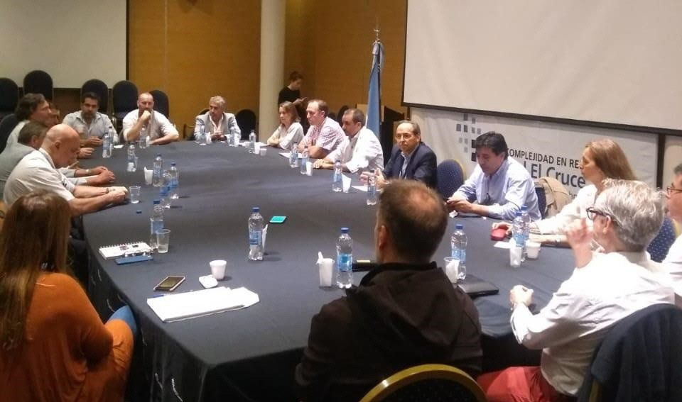 Las autoridades sanitarias de la región se reunieron ayer en el Hospital El Cruce.